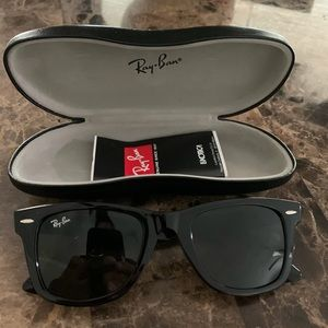 Ray ban sunglasses with case included